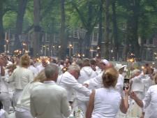 1800 dinergasten verzamelen zich in het wit voor Diner en Blanc