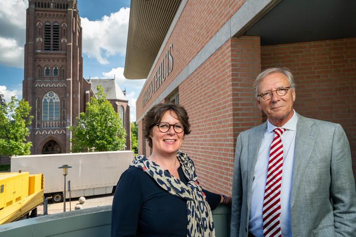 Volgens wethouder Carine Blom en waarnemend burgemeester Yves de Boer van Haaren moet er nog een berg verzet worden voor de opsplitsing van de gemeente.