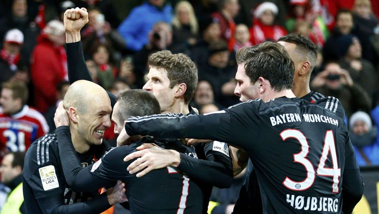 Arjen Robben heeft in extremis de bevrijdende 1-2 op het bord gezet. Bayern slaat nu al een kloof van 14 punten op nummer twee Wolfsburg.