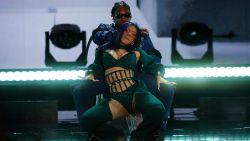 BET Awards brengen eerbetoon aan overleden Nipsey Hussle (en Cardi B geeft echtgenoot een lapdance)