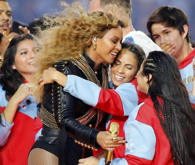 Beyonce na afloop van de traditionele half time show tijdens de Superbowl. Na afloop maakte de zangeres bekend in juli naar Nederland te komen. Beeld reuters