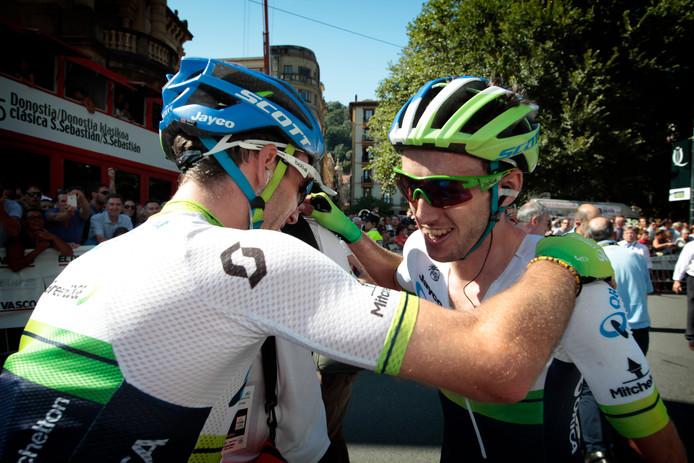 Simon en Adam Yates na de door Adam gewonnen Clasico San Sebastian van 2015.