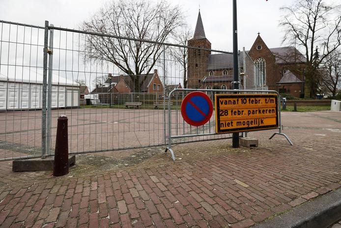 Op het Heuvelplein in Gerwen staat de feesttent klaar voor carnaval