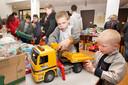 Speelgoed uitzoeken bij Speelstoet (archieffoto).