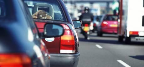 Ongeval met vier auto's bij Bathmen, zes kilometer file op de A1
