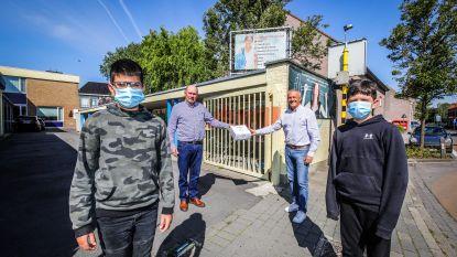 SIGO Eernegem is klaar voor heropstart: gemeente en lokale zelfstandige schenken in totaal 150 mondmaskers