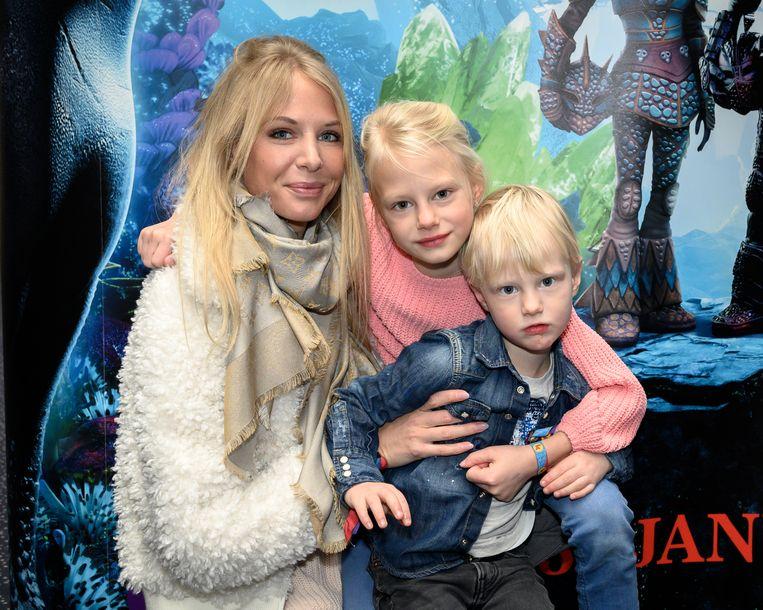 Ex-Miss België Annelien Coorevits met haar dochtertje Elena (7) en zoontje Luis (3).