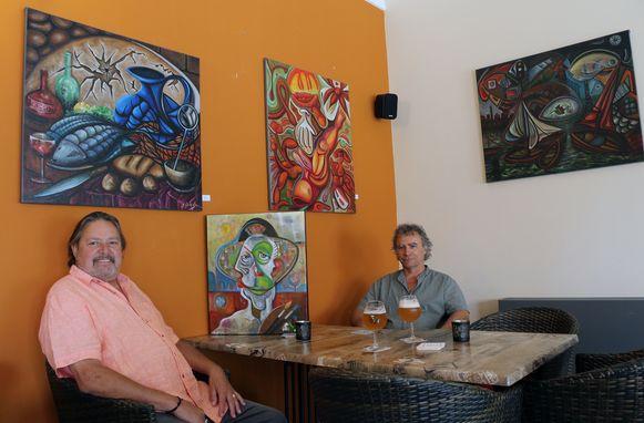 Kunstenaar Doré Grandjean en Frank Mannaerts in de exporuimte.