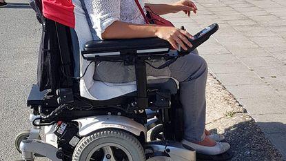 Rolstoelgebruiker die opkomt voor N-VA stoot op drempel op weg naar stemhokje