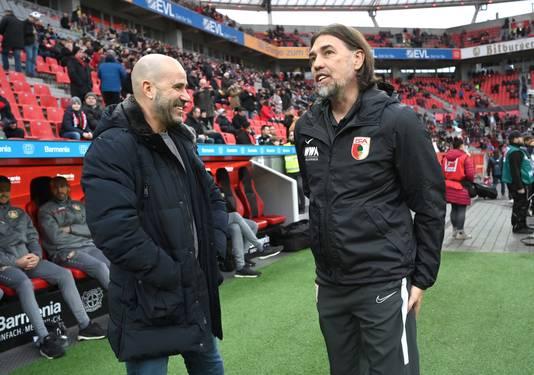 Peter Bosz en Augsburg-trainer Martin Schmidt maken een praatje.