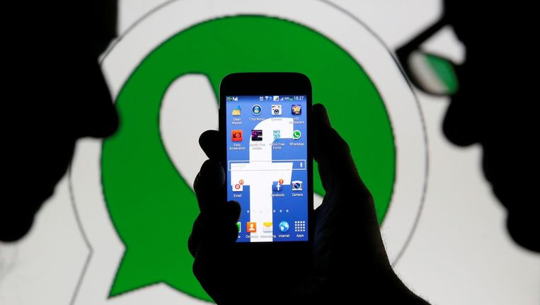 De logo's van WhatsApp en Facebook. Beeld reuters