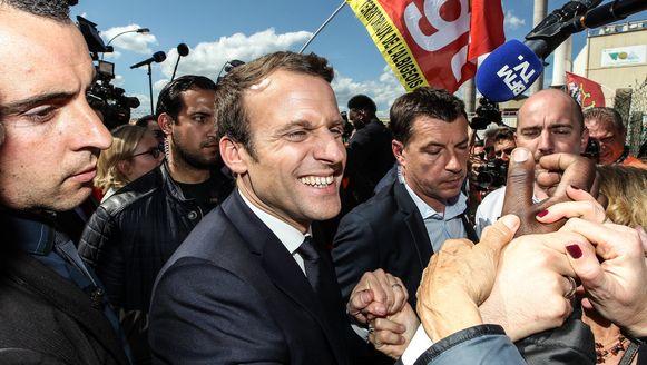 Emmanuel Macron ligt in de peilingen voorop en haalt, na het bitsige televisiedebat woensdagavond, 61,5 procent van de stemmen.
