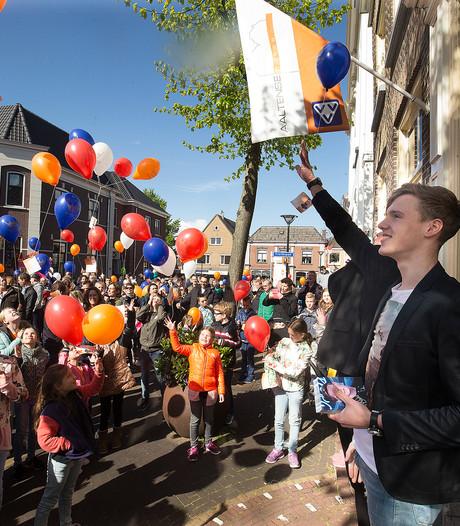 Idols-finalist Mitch helpt Aalten oranje kleuren