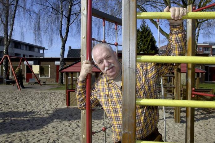Voorzitter Willem Rosier van de Zuiderspeeltuin kondigt stevige maatregelen aan. Foto: Frans Nikkels