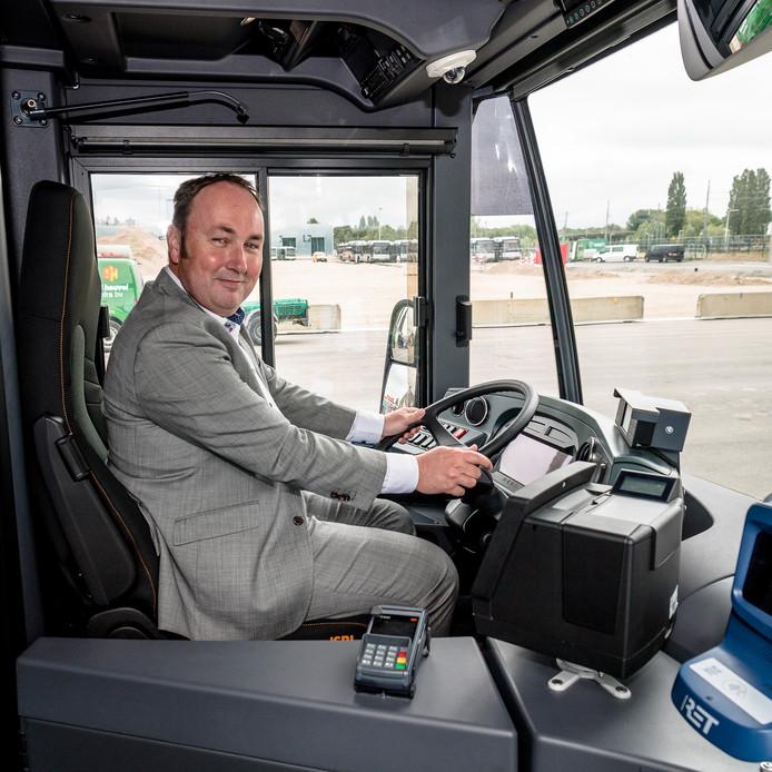 Electrische bus van de Rotterdamse vervoersmaatschappij RET. (NIET de dorpsbus zoals die in de gemeente Rucphen bij wijze van proef gaat rijden).