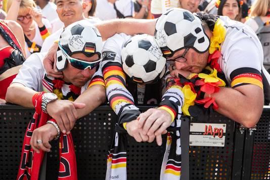Duitse fans treuren na de uitschakeling op het WK.