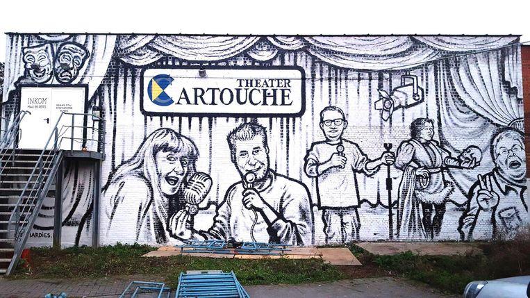 De bestuursleden van Cartouche pronken voortaan zelf op hun zaaltje.