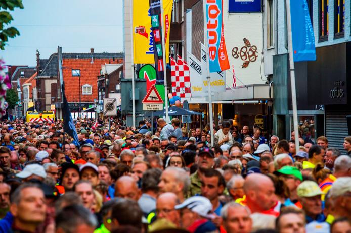 De 80 van de Langstraat trekt altijd vele honderden deelnemers.
