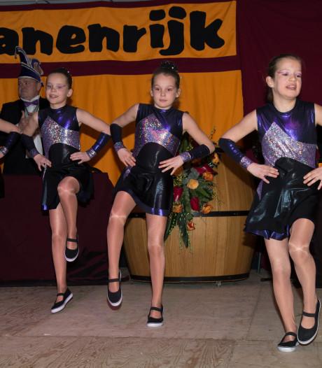 Carnavalsclub De Hanen wijkt uit met bonte avond na sluiting partycentrum Ledeacker