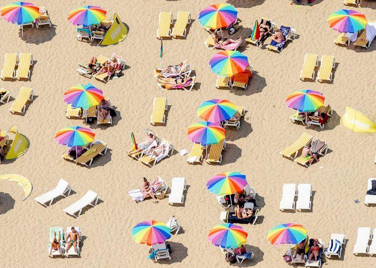 Zonnebaden kan een stuk veiliger met een speciale crème. Beeld anp