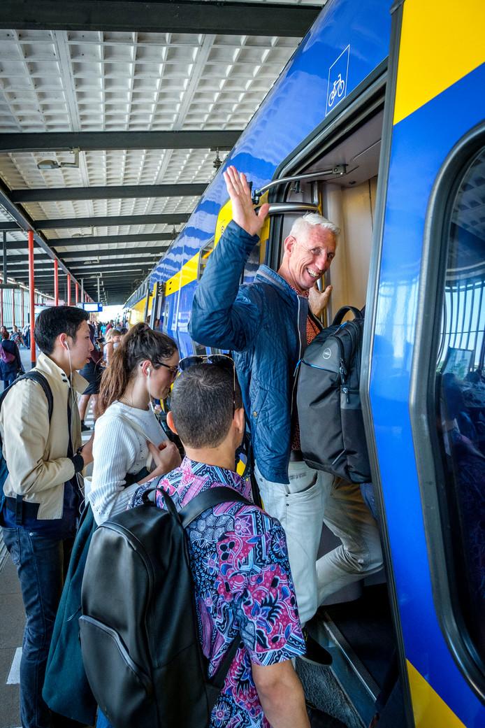 Robèrt Smits stapt in op Schiedam Centraal. Vandaag begon hij als wethouder in Bodegraven.