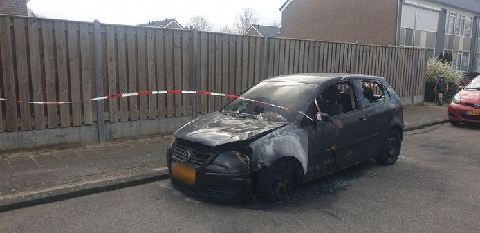 De auto die uitgebrand is in Malden.