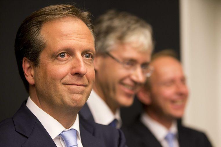 Slob tussen mede-gedogers Pechtold en Van der Staaij bij de presentatie van het 'herfstakkoord'. Beeld anp