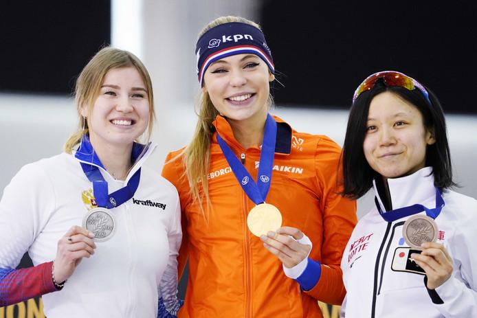 Het podium van de 1000 meter: vlnr Olga Fatkulina, Jutta Leerdam en Miho Takagi.