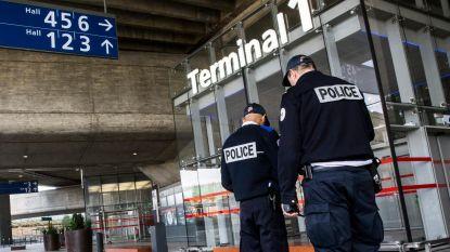 Vrouw met 581 (!) fardes sigaretten in haar koffers opgepakt in luchthaven Parijs