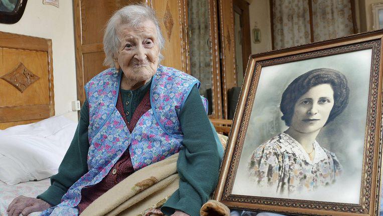 Emma Morano, geboren op 29 november 1899, naast een portret uit haar jonge jaren. Beeld ap