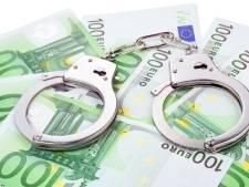 Tilburgse agenten vinden drugs en cash in verborgen ruimte van auto