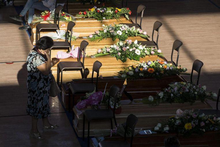 Vandaag kregen de slachtoffers van de aardbeving een staatsbegrafenis in Ascoli Piceno. Beeld epa