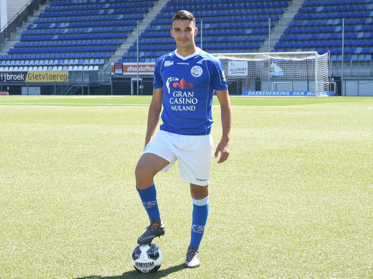 Imrane Oulad Omar poseert voor het eerst in het tenue van FC Den Bosch.