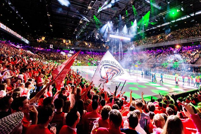 De eerste korfbalfinale in de Ziggo Dome, in 2016 tussen PKC en TOP.