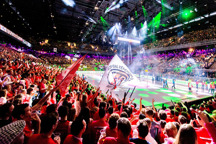 De eerste korfbalfinale in de Ziggo Dome, in 2016 tussen PKC en TOP.