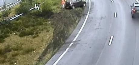 Automobilist slipt van de weg in bocht A12 bij Arnhem