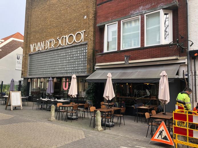 Rechts het pand waar Claire Kruijssen van 2004 tot 2013 haar restaurant had. Links het iconische Van der Schootpand, waar per half april restaurant Bellevue in komt.