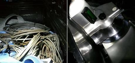 Tweetal met gestolen bliksemafleiders en snijmachine opgepakt in Lelystad