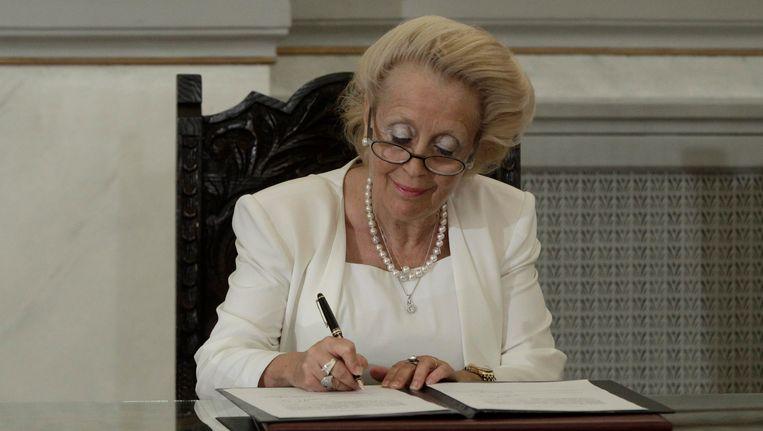 Thanou ondertekende vandaag het document waarmee ze waarnemend premier van Griekenland werd.