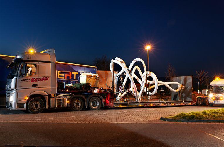 Het transport onderweg in Duitsland.   Beeld FRISO KEURIS