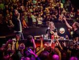 André Hazes laat microfoon in publiek vliegen