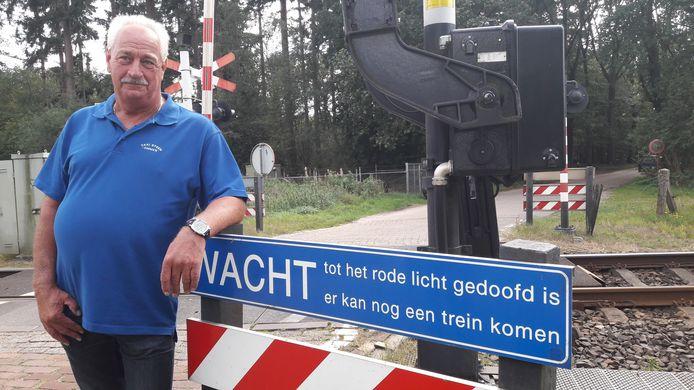 Taxichauffeur Gerben van Dam (61) voorkomt drama in Ommen: man in rolstoelfiets vlak voor trein van spoor gehaald