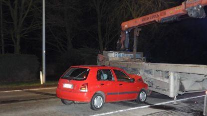 Bestuurder rijdt met wagen in op truck langs Torhoutsesteenweg
