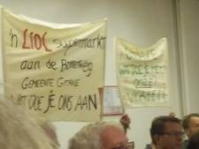 Protest tegen Lidl in Grave tijdens gemeenteraadsvergadering