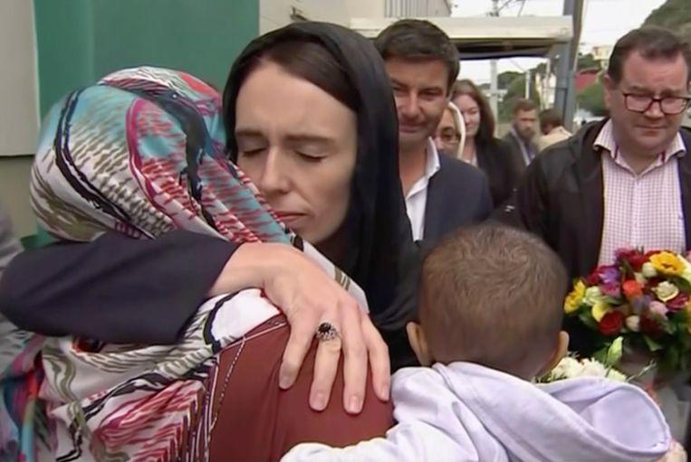 De Nieuw-Zeelandse premier Jacinda Ardern bezocht alle familieleden van de slachtoffers.