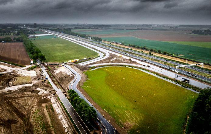 Werkzaamheden aan de Rijksstraatweg en A16 gezien vanaf industrieterrein Dordtse Kil IV.