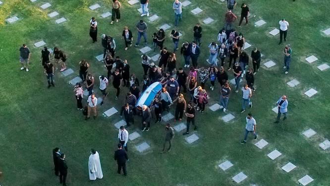 Een laatste adiós: Diego Armando Maradona begraven naast zijn ouders in 'Tuin van de Vrede', die nog een hele week bewaakt wordt