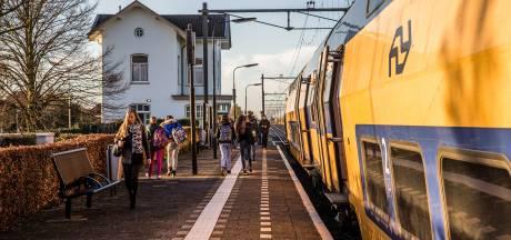 Vrouwen bijna aangereden door trein in Krabbendijke. NS: 'Machinist erg geschrokken'