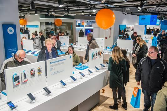 De grootste internetwinkel van Nederland, Coolblue XXL, kan momenteel niet aan de vraag naar verkoelende airco's voldoen.