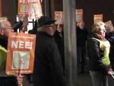 'Verbindingsweg NEE' in actie bij gemeentehuis Borne